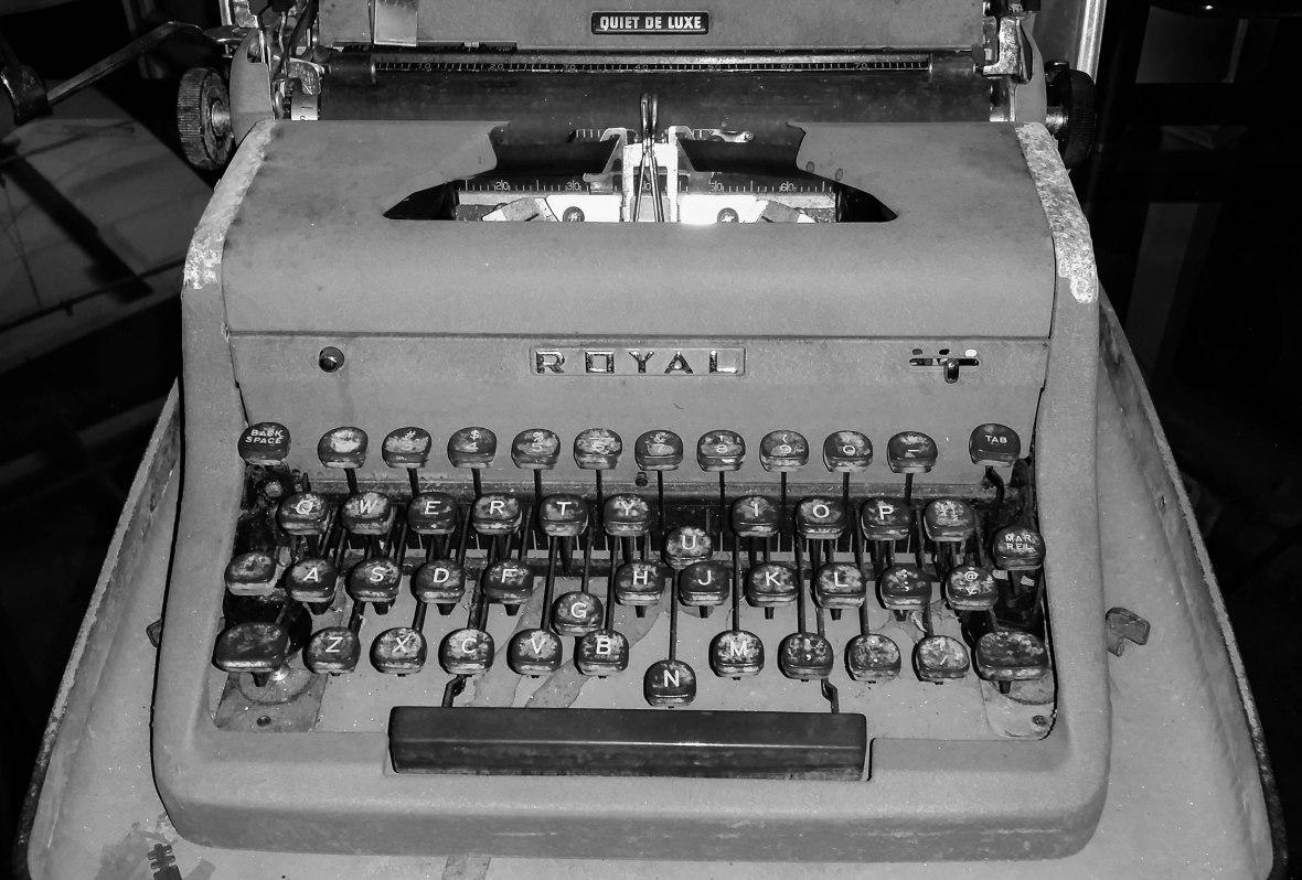 Antique TypeWriter Black & White