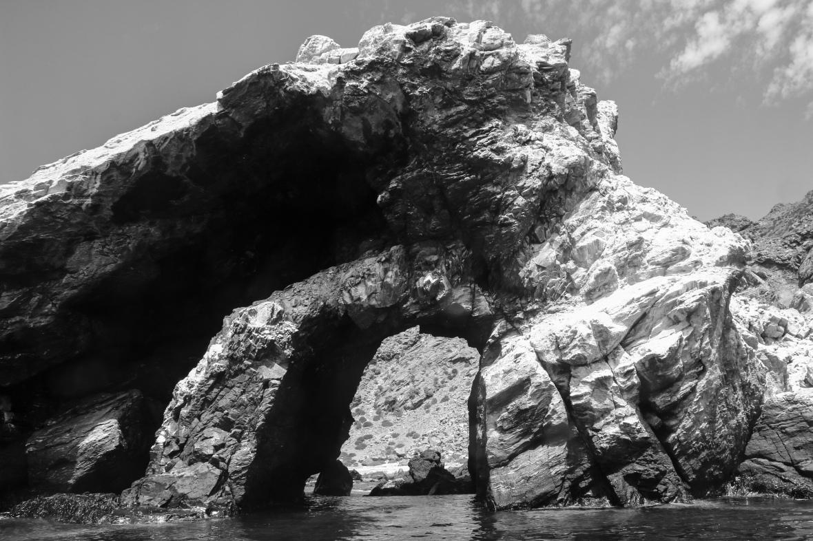 B + W Landscape Portrait Series: Rocks & Islands Chile